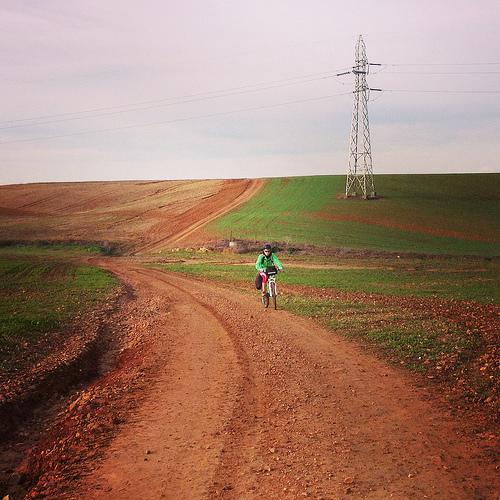 Saliendo de Sevilla, dejábamos la ciudad para meternos en caminos rurales.