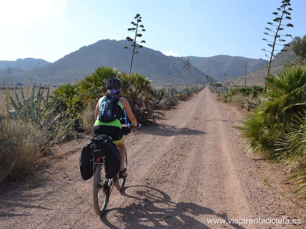 ruta en bicicleta por el cabo de gata