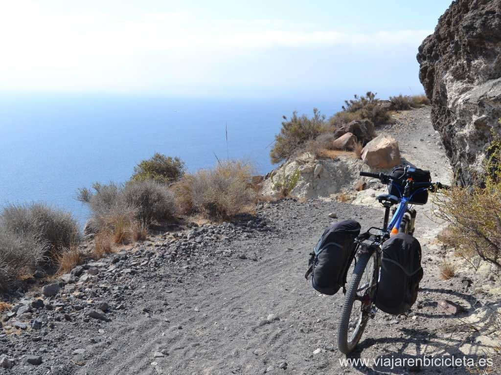 Pedaleando por el sendero de los acantilados, volviendo a Retamar, la última etapa.