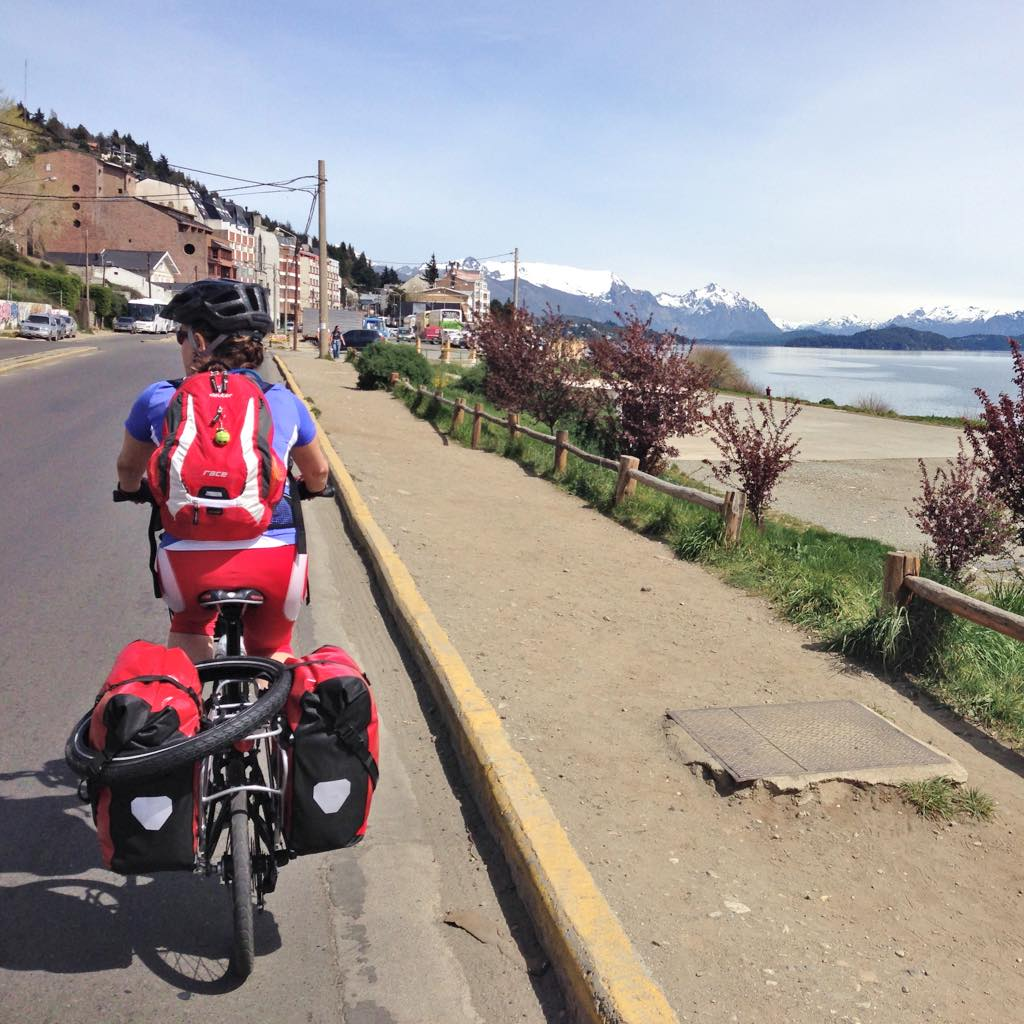 Comenzando la ruta por Avenida Bustillo (Bariloche).