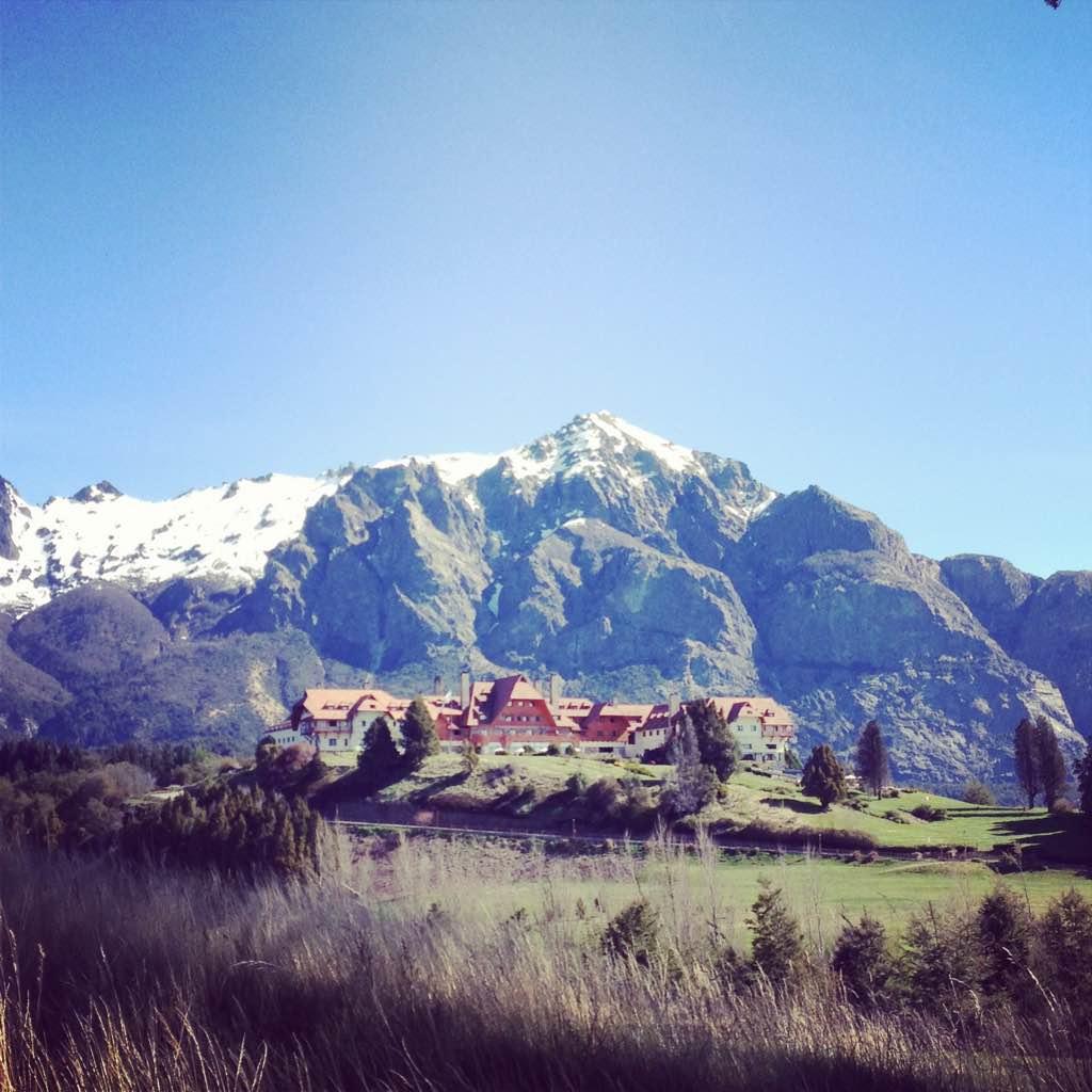 El Hotel Llao Llao, a 25 kilómetros de Bariloche.