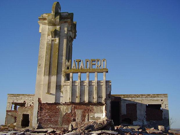 El matadero de Epecuén, en este momento es la construcción más alta del pueblo.