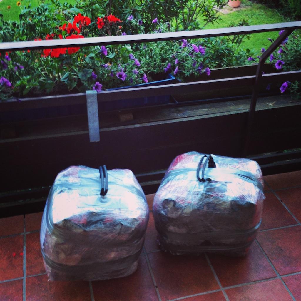 También facturamos las alforjas traseras con todo el equipo de viaje, mismos materiales, salvo el cartón.