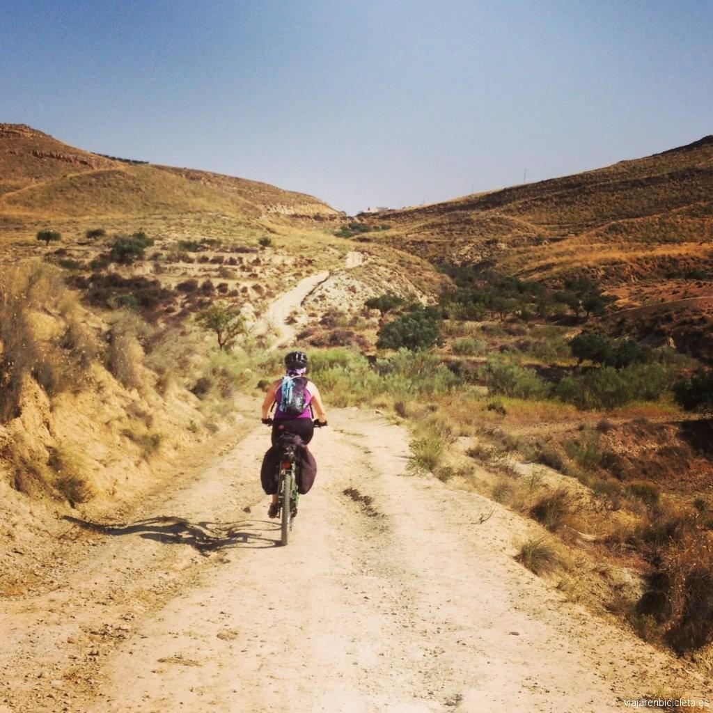 Entre Lucainena de las Torres y Uleila del Campo viajando por carriles de montaña.