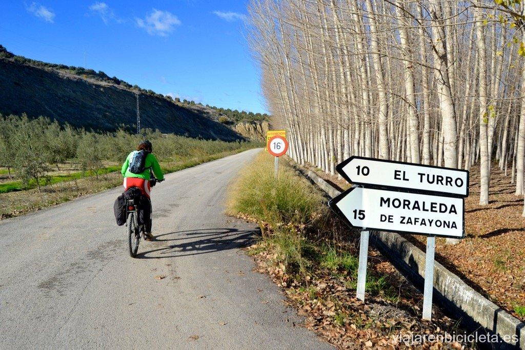 Poniente Granadino: Dejando Cacín a la derecha, pedaleando por la GR-131 camino de El Turro.