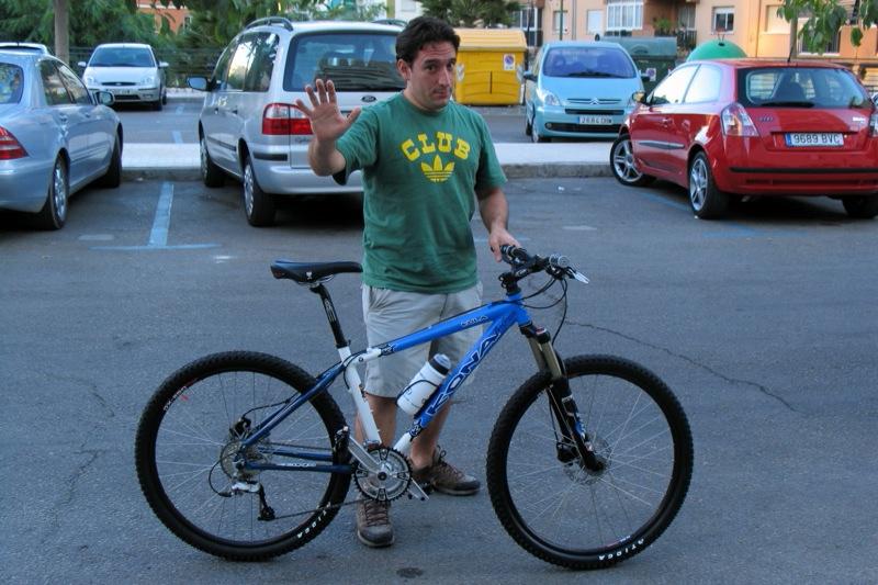 La tarde del 23 de agosto de 2005, el día que recogí la bicicleta en una tienda de Marbella junto a mi amigo Mark (The Kram).