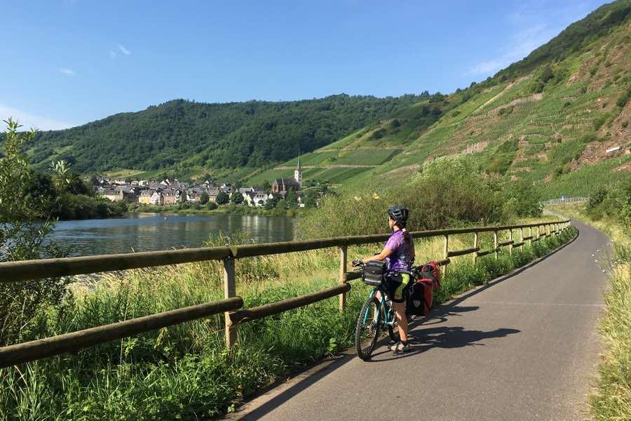 Saliendo de Bremm y comenzando la segunda etapa de nuestro viaje en bicicleta por el Mosel-Radweg