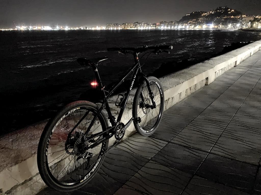 rutas nocturnas en bicicleta por la costa de málaga